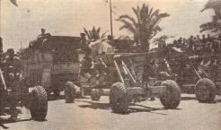 Les fusiliers marins défilent avec leurs Bofor (RFL).