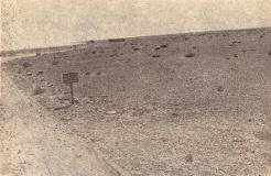 En route pour Bir-Hakeim : la tresse blanche borde le champ de mines (RFL).