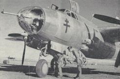 L'équipage d'un Glenn-Martin monte à bord (RFL).