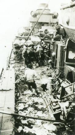 Le Triomphant après le typhon (RFL).