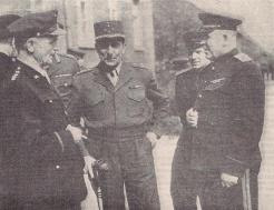 Le général américain Spaatz, le général de Lattre de Tassigny et le général russe Sousloparov à Berlin, 8 mai 1945 (RFL).