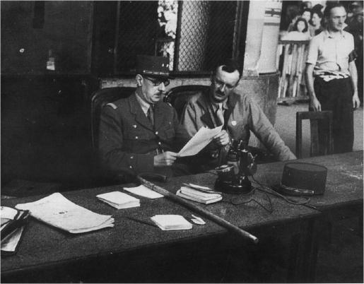 De Gaulle et Leclerc, libérateurs de Paris, libérateurs du territoire (coll. Pérez).