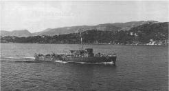 Embarqué à bord de La Pique, le général de Gaulle passe la revue navale à Toulon, le 15 septembre 1944 (RFL).