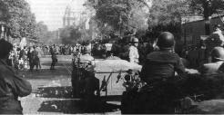 La libération de Paris. Le 25 août 1944, au matin. La 2e DB en vue des Invalides (RFL).