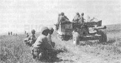 Les canons antichars passent la brèche du champ de mines de Boube, en bordure du marais (RFL).