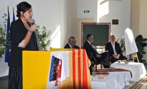 Allocution de bienvenue d'Aïcha Sif, au pupitre. Jean Pisani-Ferry, Hervé Savy et Joseph Weinzaepfel sur scène. (photographies Région PACA-LEGTA Valabre)
