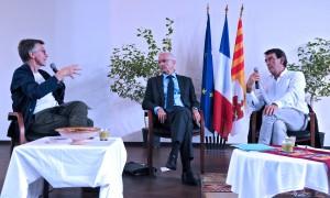 Stéphane Paoli interroge Bertrand Hervieu et Jean-Jacques Rault. (photographies Région PACA-LEGTA Valabre)