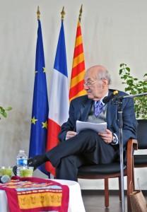 Georges Daniel écoute Aïcha Sif. (photographies Région PACA-LEGTA Valabre)