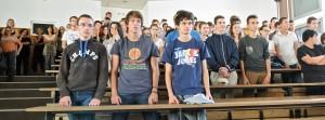 Les lycéens pendant le Chant des partisans. (photographie Région PACA-LEGTA Valabre)