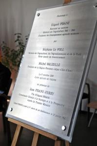 Plaque en hommage à Edgard Pisani. (photographie Région PACA-LEGTA Valabre)