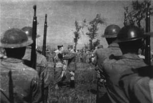 Inspection du général de Gaulle après la prise de Keren (RFL).
