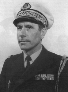 Le vice-amiral d'escadre Henri Rousselot, Compagnon de la Libération. En 1939, enseigne de vaisseau de 1re classe, il était officier en second à bord du Rubis, que commandait alors le lieutenant de vaisseau Georges Cabanier.